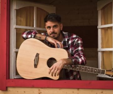 Intervista con il cantautore Riccardo Morganti